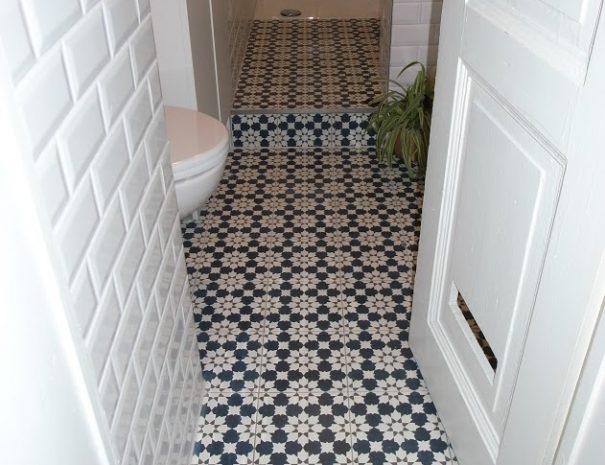 Marokkaanse tegels in moderne badkamer