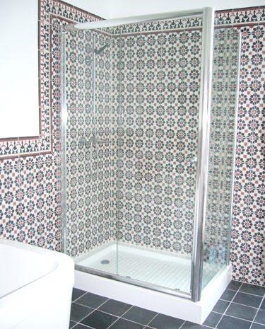 badkamer douche cementtegel wand